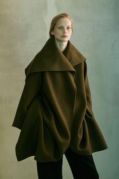 The Row Pre-Fall 2016 Collection - Vogue Fall Fashion 2016, Autumn Fashion, Fashion News, Fashion Show, Fashion Design, Women's Fashion, Alexander Mcqueen, Vogue, Live Fashion