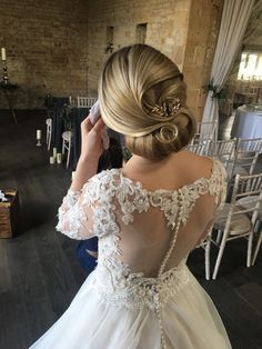 Award nominated and published bridal hair specialist covering all areas in the Cotswolds and Devon. Creating a style that suits you on your wedding day. Bridal Hair Inspiration, Hair Specialist, Wedding Hairstyles Tutorial, Minimal Look, Short Styles, Royal Weddings, Classic Beauty, On Your Wedding Day, Stylists