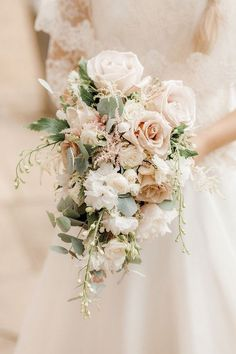 neutral blush pink roses wedding bouquet #weddings #weddingcolors #weddingideas #springwedding #himisspuff #neutral