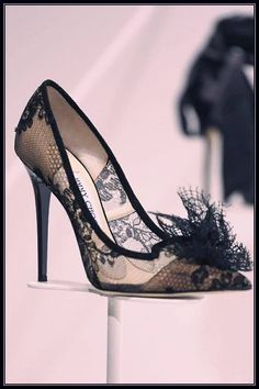 Zapatos de mujer - Womens Shoes ♔ Jimmy Choo Ready To Wear Fall Winter 2014 Milan Pretty Shoes, Beautiful Shoes, Cute Shoes, Me Too Shoes, Pumps Heels, High Heel Pumps, Lace Pumps, Shoes Sandals, Shoes Sneakers
