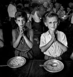 DAVID SEYMOUR (Poland 1911-Suez, 1956) / Roma / Al término de la 2da. Guerra Mundial viaja para la Unesco en Checoslovaquia a Polonia, Alemania, Grecia e Italia para documentar los efectos de la guerra en los niños. En 1949 publica el libro #ChildrenofEurope #ChildrenOfWar /Wikipedia / http://pro.magnumphotos.com/Asset/-2S5RYDY7HCU5.html