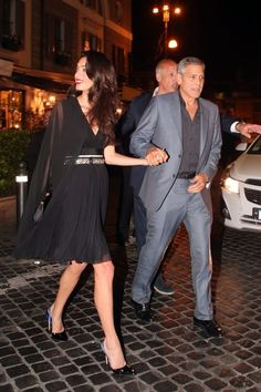 Though her engagement and marriage to George Clooney thrust her into the public eye, internationally celebrated human rights lawyer Amal Clooney (née Alamuddin) cultivated her own personal style long before meeting her husband. Amal Clooney, George Clooney, Amal Alamuddin Style, Fashion Looks, Fashion Tips, Female Fashion, Modern Fashion, Ladies Fashion, Fashion Styles
