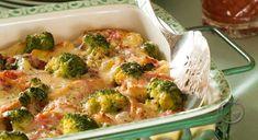 Chicken and Broccoli Casserole. An easy chicken and broccoli casserole a wonderful meal in one dish. Easy Casserole Recipes, Casserole Dishes, Easy Dinner Recipes, Great Recipes, Favorite Recipes, Healthy Recipes, Yummy Recipes, Dinner Ideas, Yummy Food