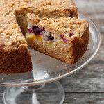 A delicious fresh peach coffee cake , topped with streusel-topped and filled with peaches, raspberries and blackberries. Just Desserts, Delicious Desserts, Yummy Food, Fun Food, Food Art, Baking Recipes, Cake Recipes, Dessert Recipes, Brunch Recipes