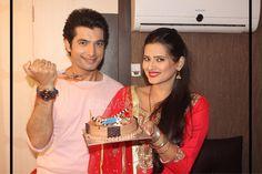 Ssharad Malhotra FC (@SsMalhotraFC)   Twitter Kratika Sengar Wedding, Cute Celebrities, Celebs, Cute Images For Dp, Love Good Morning Quotes, Sharad Malhotra, Love Only, Actress Wallpaper, Tv Couples