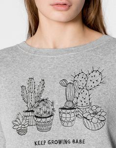 Discover the most comfortable women's sweatshirts for AW 2017 at PULL&BEAR. Oversized, striped or printed hoodies and slogan sweatshirts. Fabric Paint Shirt, Modelos Pin Up, Embroidered Cactus, Cactus Shirt, T Shorts, Dress Silhouette, Love T Shirt, Dress Sewing Patterns, Diy Shirt