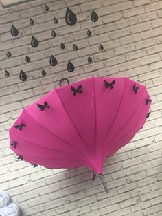 Mega BowTastic Umbrella - Hot Pink and Black from http://www.loveumbrellas.co.uk