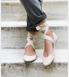IN ! Free People Degas Ballet Flats! #in this fabulous nude and coming soon in black. IN PINK HOUSE - OPEN DAILY OR SHOP ONLINE. . . . #victorious #bevictorious #victoriouscapemay #pinkhousecapemay #pinkhouse #freepeople #freepeopleshoes #freepeopleflats #ballet #balletflats #laceup #fashion #fashionblog