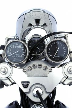 Old school gauges and old school headlight bucket matched to a new #triumph, new top clamp.   Very cool.