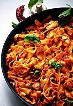 Smaki AlzacjiMakaron w 20 minut Składniki na 4 porcje… Halloumi, Pasta Salad, Paleo, Ethnic Recipes, Kitchen, Food, Dinners, Cooking, Crab Pasta Salad