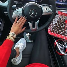 Resonable priced adidas yeezy boost 350 oxfod tan For newbies Boujee Lifestyle, Luxury Lifestyle Fashion, Yeezy Womens, Mens Yeezy, Glamouröse Outfits, Sacs Louis Vuiton, Mode Poster, Style Japonais, Luxury Girl