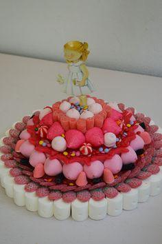 LOS DETALLES DE BEA: Una tarta de comunión a la medida... chuches rojas y regaliz negro