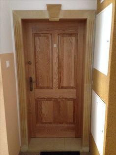Drzwi wykonane z jesionu. Całość o grubości 7,5cm. Opaska wykonana indywidualnie  piaskowca z kuczem u góry ręcznie rzeźbionym. ☺️