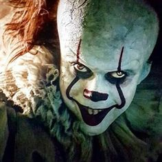 no one loves this movie like I do, NO ONE, lol. Pennywise from the 2017 film. Le Clown, Creepy Clown, Clown Halloween, Halloween Makeup, Arte Horror, Horror Art, Scary Movies, Horror Movies, Pennywise The Dancing Clown
