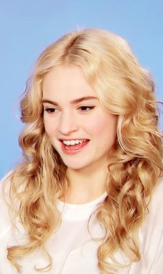 Long Curly Hair, Curly Hair Styles, Actress Lily James, British Actresses, Famous Faces, Pretty People, Pretty Woman, Her Hair, Blonde Hair
