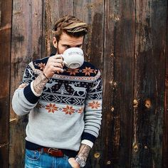 Mens christmas sweaters, mens winter sweaters, men sweater, men h Sharp Dressed Man, Well Dressed, Look Fashion, Winter Fashion, Hipster Men's Fashion, Fashion Photo, Nordic Fashion, Womens Fashion, Gentleman Mode