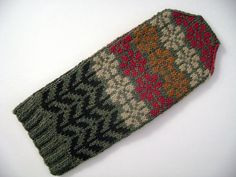 mittens by spilly jane ... find her on Ravelry and see her many stranded color knitting designs