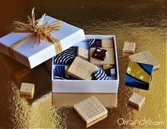 Perles artisanales carrées et plates en tissu wax et raphia, coloris marron foncé, sang de bœuf, bleu céruléen, jaune auréolin, beige et noir. Avandjé bijoux, Biarritz #perles #perlescarréesplates #perlesraphia #tissuwax #pagne #perlestextile #perlestissu #perleswax #perlesafro #afrochic #créationoriginale #avandjébijoux #faitmain #savoirfaire #biarritz Afro Chic, Biarritz, Sang, Creations, Gift Wrapping, Beige, Gifts, Jewelry Designer, Beads