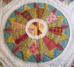 an original trish harper circle Patchwork Quilt Patterns, Scrappy Quilts, Mini Quilts, Block Patterns, Circle Quilts, Quilt Blocks, Quilting Projects, Quilting Designs, Quilting Tutorials
