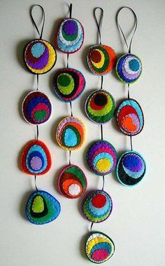 21 Felt Crafts for Kids Dangly Filzeier Fabric Art, Fabric Crafts, Sewing Crafts, Crafts For Kids, Arts And Crafts, Felt Embroidery, Embroidery Designs, Penny Rugs, Felt Ornaments