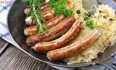 Spice up your Oktoberfest celeb with this classic German Bratwurst with Sauerkraut. Tasty sausages with sauerkraut paired with your favourite beer! How To Cook Bratwurst, German Bratwurst, Bratwurst Sausage, Bratwurst Recipes, German Sausage, Sausage Recipes, Chicken Sausage, Sausages, Oktoberfest Party