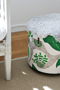 Upcycled Ottoman by chezlarsson: Awesome DIY!    DIY