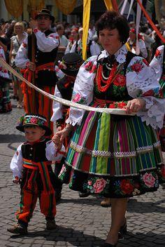 Traditional Łowicki dress / Feast of Corpus Christi Photo by: Edyta Bryk