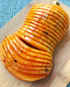 Courges butternut façon hasselback - Debra A Newberry Egg Recipes, Cooking Recipes, Healthy Recipes, Healthy Food, Guacamole Deviled Eggs, Sandwiches, Salty Foods, Diy Food, Food Ideas