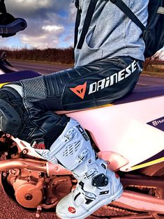 Mx Boots, Hot Men Bodies, Motorcycle Suit, Motocross, Golf Bags, Leather Men, Hot Guys, Bikers, Boys
