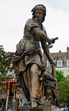 Bronze statue of Jeanne Hachette in Beauvais, by Gabriel-Vital Dubray
