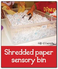 Shredded paper sensory bin - simple, inexpensive, and fun sensory play #sensoryplay || Gift of Curiosity