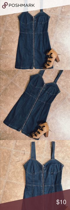 H&M Denim Dress Super cute for the summer with sandals or sneakers ❤️ H&M Dresses