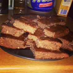 Eat clean protein brownies   Ingredients: 4 eggs, 1 cup of whole oatmeals, 1 cup of Greek yoghurt, 3 scoops of chocolate protein powder, 1 teaspoon of organic cocoa powder, 1 teaspoon of stevia, 1 teaspoon of baking powder. Mix all together, place on a baking paper in a pan and bake for 15-20 mins   Enjoy ;)