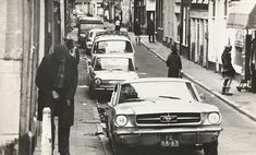 A view of the 2e Laurierdwarsstraat.. The street runs between the Rozengracht and Lauriergracht in the Jordaan neighborhood of Amsterdam.. 1968