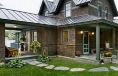 Traditional Exterior Tin Roof Design, Pictures, Remodel, Decor and Ideas - page 3 Rustic Exterior, Design Exterior, Roof Design, Exterior Colors, Exterior Paint Colors For House, Shingle Siding, Cedar Siding, Cedar Shingles, Wood Siding