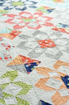 A fresh pattern by Thimble Blossoms! Fireworks featuring Happy Go Lucky! Read more on the Jolly Jabber.