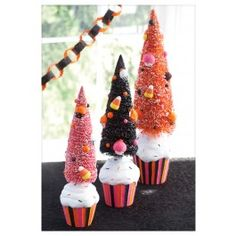 Tricky Trash Candy - cereal, candy corn, halloween oreos all covered in white chocolate. Halloween Countdown, Halloween Magic, Pink Halloween, Halloween Doodle, Halloween Carnival, Halloween Trees, Vintage Halloween, Halloween Crafts, Halloween Party