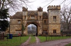:: The Gatehouse to Sudeley Castle, near to Winchcombe, Gloucestershire, Great Britain by Steve Daniels Castle Gate, Castle Ruins, Medieval Castle, Stone Cottages, Stone Houses, Gate House, Facade House, Beautiful Castles, Beautiful Buildings