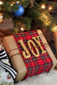 Looking for some creative Christmas wrapping and packaging inspiration? This time of year, I think we all are! If so, today's post has you covered. I'm sharing over clever and creat… design ideas christmas wrapping and packaging inspiration Tartan Christmas, Plaid Christmas, Best Christmas Gifts, Winter Christmas, Holiday Gifts, Christmas Crafts, Merry Christmas, Classic Christmas Presents, Celtic Christmas