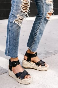 How to create a stylish and casual look surrounding a pair of flats