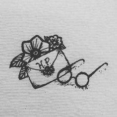 Minimalist harry potter tattoos that are pure magic 43 Harry Potter Drawings, Harry Potter Art, Harry Potter Fandom, Small Harry Potter Tattoos, Hp Tattoo, Body Art Tattoos, Tattoo Names, Wine Tattoo, Cat Tattoos