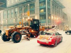 VIA @Ashleighton7 #Toronto pulls out the big guns for #SnowDay #SnowdayTO