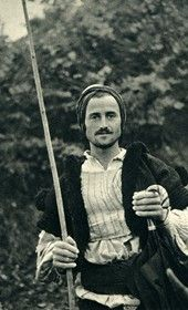 A peasant from Milot on the Mat River (Photo: Giuseppe Massani, 1940).