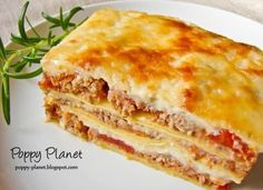 A true mouth watering lasagna bolognese Lasagna Bolognese, Sweet Italian Sausage, Minced Onion, Lunch Time, Superfoods, Ground Beef, Carne, Deserts, Cooking Recipes