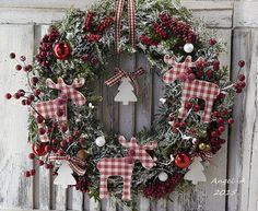 Φωτογραφίες από τον τοίχο του χρή.. Christmas Decoupage, Christmas Wreaths, Floral Wreath, Photo Wall, Holiday Decor, Home Decor, Xmas, Craft, Pictures