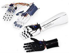 Santé : La société tokyoite Exiii propose une prothèse de main ou de bras artificielle (souvent imprimé en 3D): Handiii Exiii. La grande différence avec ce que l'on voit généralement, c'est que les nerfs sont connectés aux câbles électriques de la prothèse.