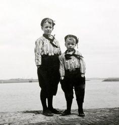G.A. van der Chijs | Twee jongens in Urker klederdracht. Nederland, mei 1963.   http://neon.pictura-hosting.nl