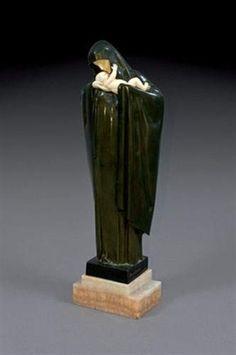 Vierge à l'enfant par Lucienne Antoinette Heuvelmans Art Nouveau, Chiparus, Estilo Art Deco, Ivory, Vase, Sculpture, Silver, Home Decor, Women