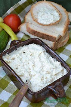 Salata de Conopida este una din salatele noastre preferate. La micul dejun alaturi de rosii, castraveti, ceapa verde,ardei iuti este ideala. Salata de Conopida este una din cele mai usoare salate de preparat dupa parerea mea si poate sa faca fata si unui aperitiv rapid in momente de criza cand vi se anunta musafiri inopinanti. Cold Vegetable Salads, Veg Recipes, Cooking Recipes, My Favorite Food, Favorite Recipes, Good Food, Yummy Food, Romanian Food, Food Humor