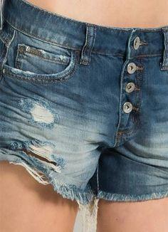 424c432dc4 Shorts Jeans Colcci com Botões - Colcci